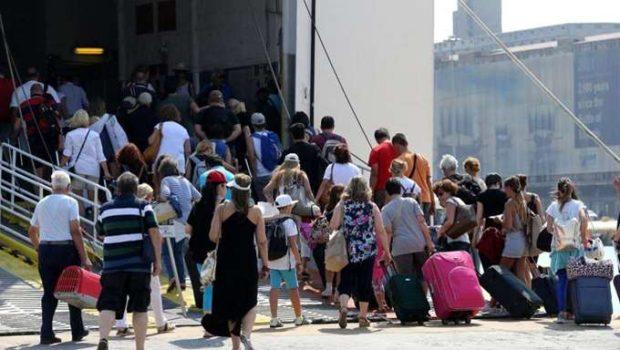 ΕΛΣΤΑΤ: Αυξήθηκε 8,2% η κίνηση επιβατών στα λιμάνια στο α΄ τρίμηνο