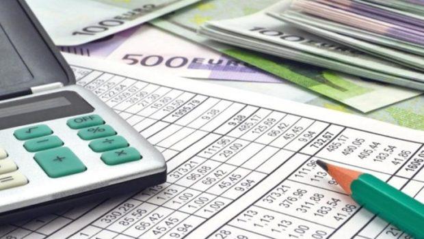 """Το πολυνομοσχέδιο με τις μειώσεις στους φόρους """"γράφει"""" η κυβέρνηση"""